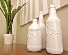 Beer bottle vases, how to make them yourself with steps and pictures, bottle vase, made vases, diy-crafts Beer Bottle Crafts, Craft Beer, Beer Bottles, Crafts To Sell, Fun Crafts, Diy And Crafts, Vase Crafts, Shell Crafts, Diy Spray Paint