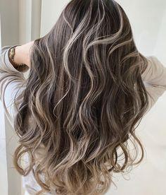 Brown Hair Balayage, Brown Blonde Hair, Hair Color Balayage, Hair Highlights, Blonde Hair Korean, Korean Hair Color, New Hair Look, Love Hair, Middle Hair