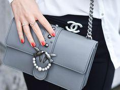 Kationette, Fashionblogger: Neue Pinko Handtasche und Chanel Brosche