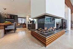 cheminée contemporaine centrale, une grande cheminée en verre