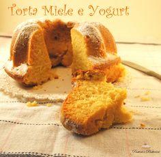 La Torta Miele e Yogurt è morbida ed ideale per la colazione o la merenda di tutta la famiglia.L'impasto viene dolcificato solo con il miele, senza altro zucchero raffinato aggiunto, ottenendo così un gusto non troppo dolce e sicuramente molto più salutare.