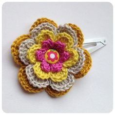 Sweet hair clip flower (L) 4 inches made by sweetcrochet.nl.