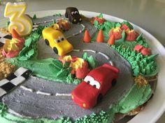 Pull apart cupcake cake, birthday, merangue buttercream with sugar paste details Pull Apart Cupcake Cake, Pull Apart Cake, Cupcake Cakes, Sugar Paste, 3rd Birthday, Sweet, Desserts, Food, 3 Year Olds