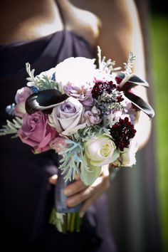 Purple and grey #Wedding Bouquet. #Roses OMG ABSOLUTLY IN LOVE LOVE LOVE WITH THESE COLORS.  WOULD LIKE TO CONSIDER THESE COLORS FOR THE MASTER BED/