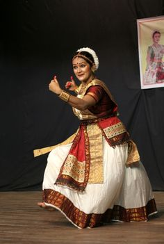 Sattriya Dance, Assamese classical Indian dance form of the century. Dancer in the picture: Dr. Kinds Of Dance, Just Dance, Folk Dance, Dance Art, Indian Classical Dance, Mughal Empire, Modern Dance, Incredible India, Belly Dance