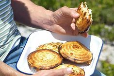 Outydse jafels met interessante vulsels Braai Recipes, New Recipes, Cooking Recipes, Savoury Recipes, South African Dishes, South African Recipes, Slow Cooker Breakfast, Camping Breakfast, Kos