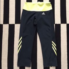 Adidas crop yellow &black perfect condition Perfect fit colors are amazing cropped fitted Adidas Pants Ankle & Cropped