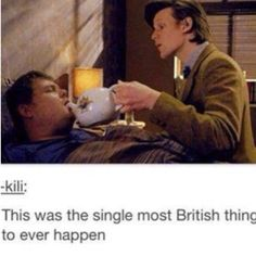 "Hehe>>> I'm sorry, but is Matt Smith, pouring tea in James corden's(is that Jame. - >> I'm sorry, but is Matt Smith, pouring tea in James corden's(is that Jame…""> Hehe>>> I'm - Serie Doctor, The Doctor, Eleventh Doctor, Superwholock, Tardis, David Tennant, Space Man, Supernatural, Funny Memes"