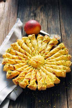 Tarte soleil pêche pistacheUne tarte soleil pêche pistache vue sur le Pinterest du blog Dorian cuisine.