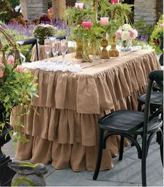 Elegant Easter table decorations.