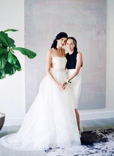 Photography: Lacie Hansen - laciehansen.com Wedding Dress: Vera Wang - www.verawang.com   Read More on SMP: http://www.stylemepretty.com/2016/03/24/a-modern-take-on-the-backyard-wedding/