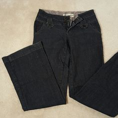 Dark Bleu Jeans Great condition / dark blue almost black denim / very soft / size 9 Jeans Flare & Wide Leg