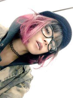 "lisa+empty+mermaid | LiSA on Twitter: ""髪切りたい。この急な寒さのせいに ... Lisa Japanese Singer, Kana Wrestler, Lisa Chan, Always Smile, Pop Singers, Music Artists, Idol, Dreadlocks, Celebrities"