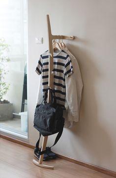 Hanger Curve es un diseño minimalista creado por sede en Tailandia diseñador Kittipoom Songsiri.  Curve es uno de los productos de la colecc...