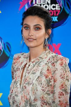 Paris Jackson Attends Teen Choice Awards as Double Nominee!: Photo Paris Jackson hits the carpet at the 2017 Teen Choice Awards held at USC's Galen Center on Sunday (August in Los Angeles. The model and actress… Teen Choice Awards 2017, Teen Awards, Paris Jackson, Millie Bobby Brown, Zendaya, Kate Moss, Michael Jackson, Hollywood Gossip, Jackson Family