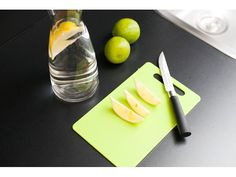 Delicious recipe for homemade lemonade: Take a carafe with fresh Viennese tap water (drinkable water), cut a lemon or limes into bits, put them in the carafe if you like it a little bit sweeter. use a drop honey. Holiday Apartments, Luxury Apartments, Homemade Lemonade, Limes, Carafe, Vienna, Plastic Cutting Board, Honey, Yummy Food