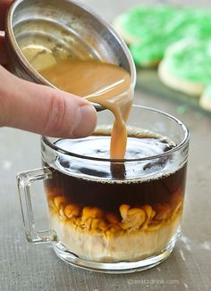 coffee creamer recipe with variations. if you enjoy flavored creamer, use this quick recipe guide. no hideous chemicals & it's most likely less expensive, too. Homemade Coffee Creamer, Café Chocolate, Chocolate Recipes, Good Food, Yummy Food, Mini Desserts, Coffee Recipes, Yummy Drinks, Foodies