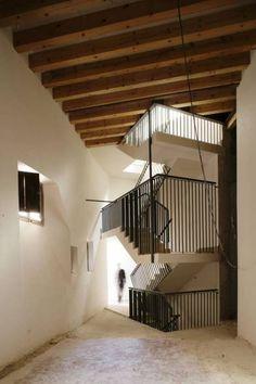 "Rehabilitation of a baroque Palace in Palma de Mallorca as an exhibition and concert centre, plus the organization of workshops for the arts association ""Círculo de Bellas Artes""."