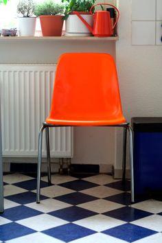 Cadeira colorida.
