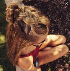There are many variables that can affect your hair. There is so much to do to care for your hair that you can easily become overwhelmed. However, with a little know-how and a few tricks, getting great hair can be a simple process. Don't brush your hair. Cute Hairstyles For Teens, Hairstyle Ideas, Makeup Hairstyle, Super Cute Hairstyles, Braided Hairstyles For School, Hair Makeup, Bun Hairstyle, Easy Beach Hairstyles, Teen Makeup