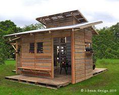 Σπίτια και αποθήκες από παλέτες Pallet Shed, Pallet Crates, Pallet House, Wooden Pallets, Diy Pallet, 1001 Pallets, Recycled Pallets, Pallet Playhouse, Free Pallets