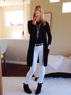 fall winter outfit ideas @A Modern Mom Blog | Lifestyle & Parenting Tips of a Working Mother black and white outfits