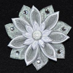 Handmade Girl's CHRISTMAS Flower/Snowflake por PrettyBlossomBows                                                                                                                                                                                 Más                                                                                                                                                                                 Más