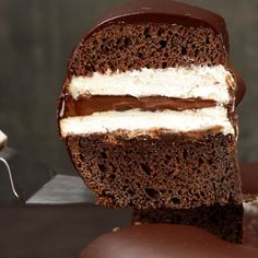 Discover recipes, home ideas, style inspiration and other ideas to try. Baking Recipes, Cake Recipes, Dessert Recipes, Chocolate Cake Video, Taco Bell Recipes, Vanilla Mug Cakes, Cake Fillings, Nutella Recipes, Food Platters