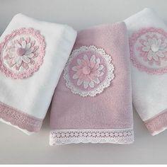 Crochet Towel, Crochet Fabric, C2c Crochet, Crochet Pillow, Crochet Doilies, Crochet Baby, Towel Embroidery, Embroidered Towels, Decorative Towels
