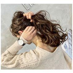 ポイントはたったの4つ♡「ひとつ結び」がおしゃれに見えるコツ教えます! - LOCARI(ロカリ) Digital Perm, Hair Arrange, Photo Poses, Daniel Wellington, Hair Color, Hair Beauty, Long Hair Styles, Celebrities, Hairstyles