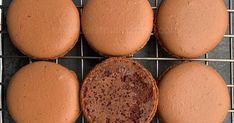 Recettes de cuisine et de pâtisserie. Macaron Pistache, Blog Patisserie, Meringue, Macarons, Biscuits, Food And Drink, Bread, Cheese, Breakfast