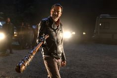 Buy Negan's Lucille bat from The Walking dead TV show. Make your own Negan from The Walking Dead costume with this original barb wire Lucille bat The Walking Dead Tv, Walking Dead Season, Jeffrey Dean Morgan, Andrew Lincoln, Rick Grimes, Lucille Negan, Norman Reedus, Walking Dead Premiere, Thighs