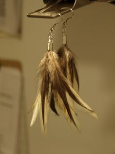 DIY easy feather earrings @ www.seecatecreate.wordpress.com #feathers,#earrings,#DIY