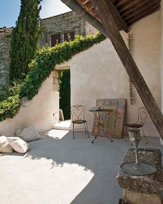 Rural shabby chic in Provence Outdoor Spaces, Outdoor Living, Outdoor Decor, Porches, Provence Interior, Ryan Homes, Village Houses, Shabby Chic Homes, Renting A House