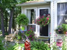 Decorating Your Front Porch | ... porch with a small flower garden in front., My small front porch