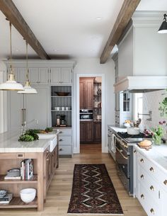 Hinsdale Kitchen Reveal: interior design by Park and Oak . Hinsdale Kitchen Reveal: interior design by Park and Oak Pretty Kitchen, Kitchen Inspirations, Interior Design Kitchen, New Kitchen, Kitchen Interior, Home Kitchens, Kitchen Remodel, Kitchen Renovation, Home Decor