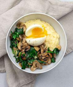 Polenta champignons & épinards - #Champignons #épinards #Polenta Polenta Healthy, Veggie Recipes, Vegetarian Recipes, Healthy Recipes, Cooking Recipes, No Cook Meals, Ovo Vegetarian, Food Test, Plats Sains