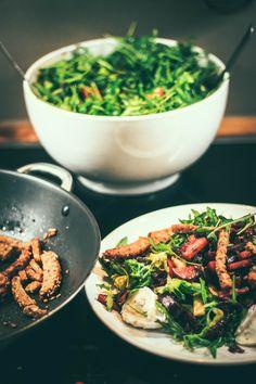 Karamellisierte Rote Bete mit Ziegenkäsesalar und Knoblauchcroutons: dieser veggie-Salat ist richtig einfach und unglaublich lecker! (So sättigend!!! Und ohne das Brot auch Low carb)