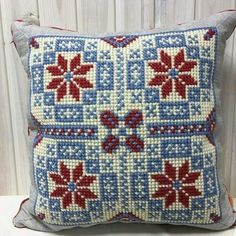 Wool Embroidery, Cross Stitch Embroidery, Embroidery Patterns, Cross Stitch Cushion, Cross Stitch Rose, Cross Stitch Designs, Cross Stitch Patterns, Cushion Cover Designs, Palestinian Embroidery