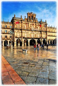Plaza Mayor, Salamanca, Spain!  (¡Un tinto de verano y tabla de queso, por favor!)