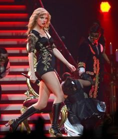 Taylor Swift has 17457 more images Taylor Swift Red Tour, Taylor Swift Videos, Taylor Swift Hot, Taylor Swift Pictures, Witt Lowry, Best Music Artists, Foo Fighters, Celebs, Celebrities