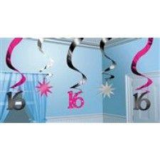 Plastic hangdecoratie sweet 16. Verpakt per 5 slingers met een lengte van 60cm en een breedte van 12cm. Dit fantastisch item maakt jouw Sweet Sixteen Party tot een groot succes.