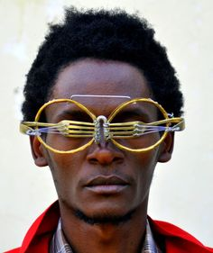 Kenyan artist Cyrus Kabiru creates epic eyewear from scraps of metal found on the streets of Nairobi. Kenyan Artists, Contemporary African Art, Art Africain, Good To See You, Colossal Art, Found Object Art, Sculpture, Wearable Art, Eyewear