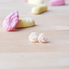 New to Onetenzeroseven on Etsy: Peach Puff Rose Earrings | Nickel Free Studs | Pastel Pink (4.50 GBP)