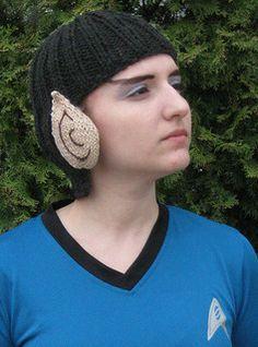 stitcherywitchery:  Becca Stundel's free pattern for Live Long and Keep Warm.  Perfect for Halloween.  Or for the trekkie in your life.  Or just for your own everyday wear.  :)
