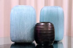 GUAXS Vases Yava L in clear/petrol and GUAXS Vase Belly in amethyst.  #bensstore #guaxs #vases #lifestyle