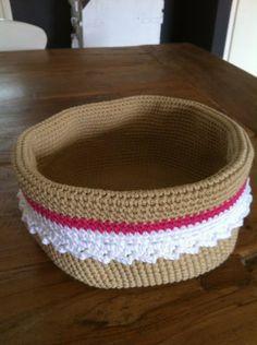 De HaakFabriek: Mandjes patroon / basket pattern--instructions in Dutch and English Crochet Bowl, Crochet Yarn, Free Crochet, Knitting Patterns, Crochet Patterns, Crochet Home Decor, Learn To Crochet, Yarn Crafts, Crochet Projects