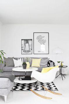 Sofá cinza Almofadas preto e branco e amerelo
