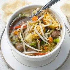 Recept - Oosterse maaltijdsoep met balletjes - Allerhande Best Soup Recipes, Real Food Recipes, Healthy Recipes, Fish And Meat, Best Food Ever, Healthy Eating Habits, Homemade Soup, Asian Cooking, Soups And Stews
