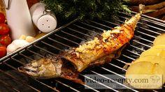 Výborná grilovaná makrela s romadůrem. Pokud si ogrilujete s rybou i brambory, pak máte vynikající hlavní chod.